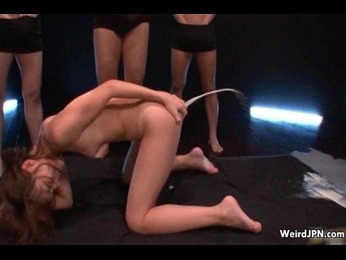 セクシー女優の篠めぐみが大量に牛乳浣腸され肛門から大噴射してるあなルフィスと セルフ