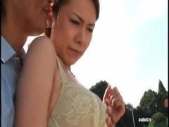 田舎の熟女人妻が野外で露出調教されて悶絶してるアナル動画無料