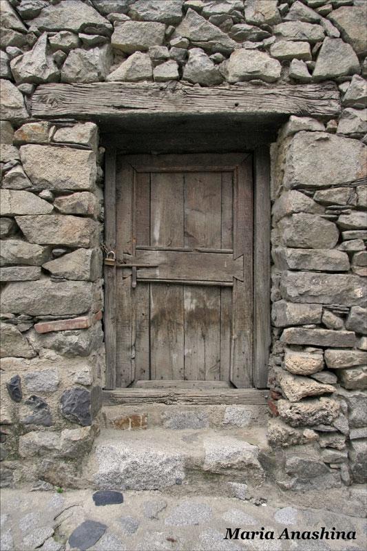 Дом долин, старая дверь