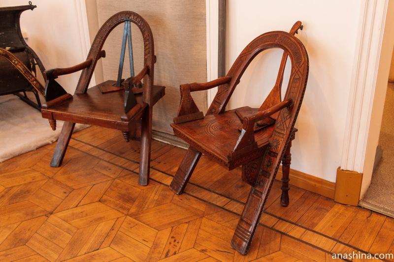 Кресла Шутова в Галичском краеведческом музее