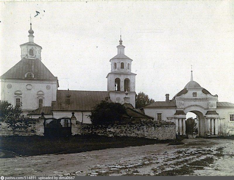 Спасо-Преображенская церковь и Спасские ворота