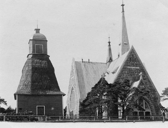 Каменная кирха и деревянная колокольня в Койвисто