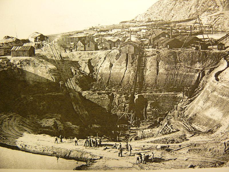 Добыча янтаря из карьера рядом с Пальмникен