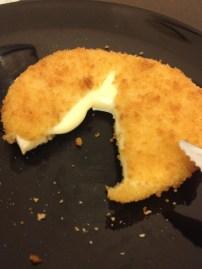 E esse camembert empanado pra fazer assado em casa??