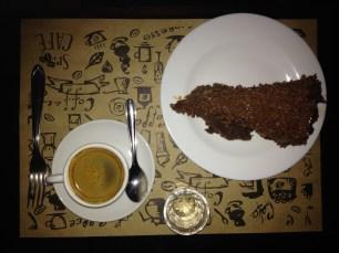 Espresso e um bolo absurdamente delicioso!