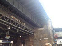 Parte de fora da London Bridge, que também tem os 2 sistemas.
