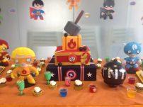 Mesa do aniversário mais fofa e criativa, tudo feito pela família e amigos do aniversariante <3
