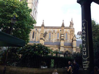 Mercado tão lindo, que além dessa vista pra Southwark Cathedral (e de ser debaixo do trem!), até te agradece!