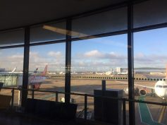 No aeroporto de Gatwick pra pegar o voo!