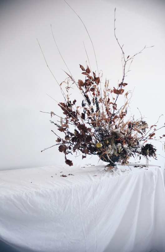 dried branches arrangement