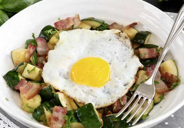 Keto Breakfast Hash - 8 Easy Keto Breakfast to start burning fat. Keto Breakfast on the go, Keto breakfast make ahead recipes. Eggs cooked in creative ways are the basis of your breakfast on a Ketogenic diet. But it's not eggs only! You can have a no eggs Keto breakfast with muffins, Keto breakfast pancakes or Keto breakfast smoothie. #keto #ketogenic #ketodiet #breakfast #ketorecipes