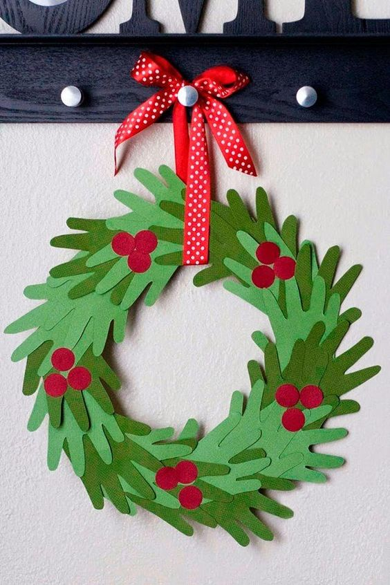 Christmas Crafts for Kids to Make - 26 DIY Easy Decorations for Children. Are you looking for some fun and easy Christmas crafts for kids to make at home or in school? Save collection of DIY decorations to make with your children! #christmas #xmas #crafts #christmascrafts #christmasdecor #decoration #decoratingideas #craftsforkids