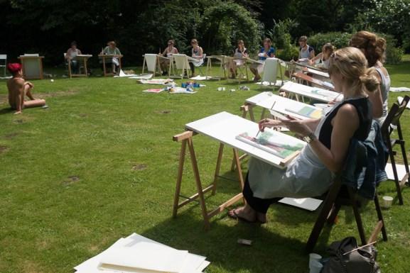 vrijgezellen tekenen Daniel in een tuin