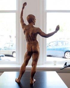 Bronze sculpture of a male nude in art gallery Beelden bij Beljon