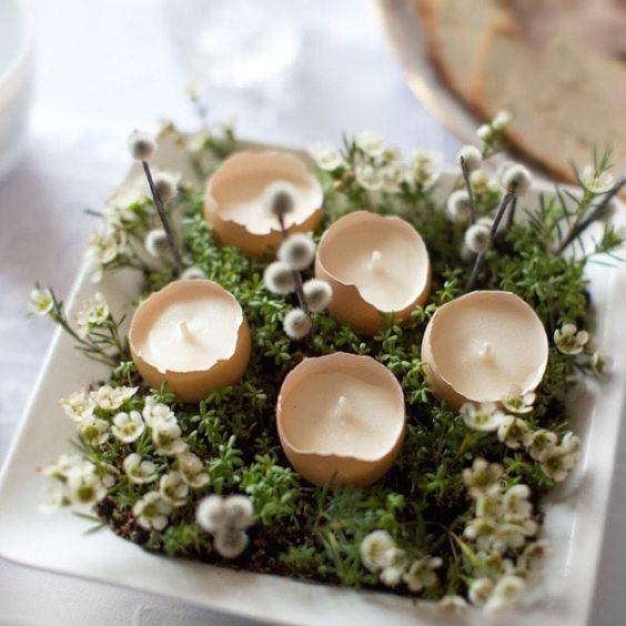 Centro de mesa hecho con huevos y plantas, para decorar una mesa de Pascua