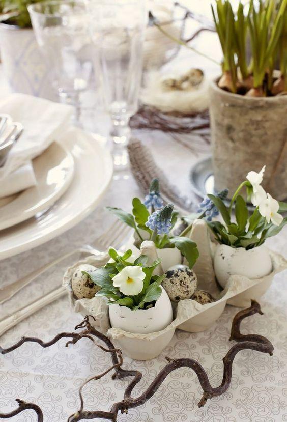 Centro de mesa con huevos y plantas, decoración de mesa de Pascua