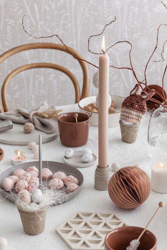 Decoración de mesa para Pascua, en tonos tierra, neutros en tendencia 2020 @utrillanais