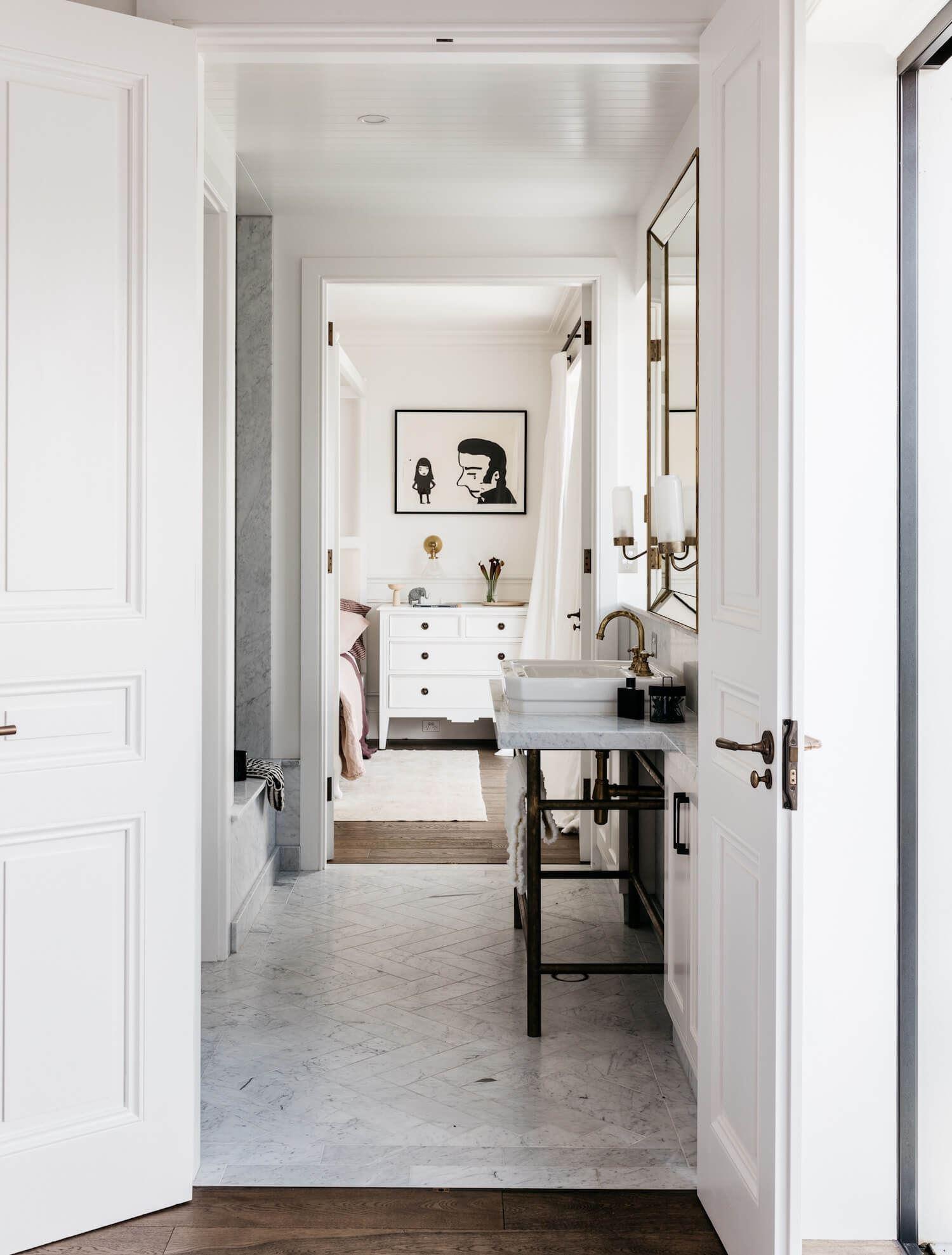 Baño diseñado y decorado con estilo francés minimalista