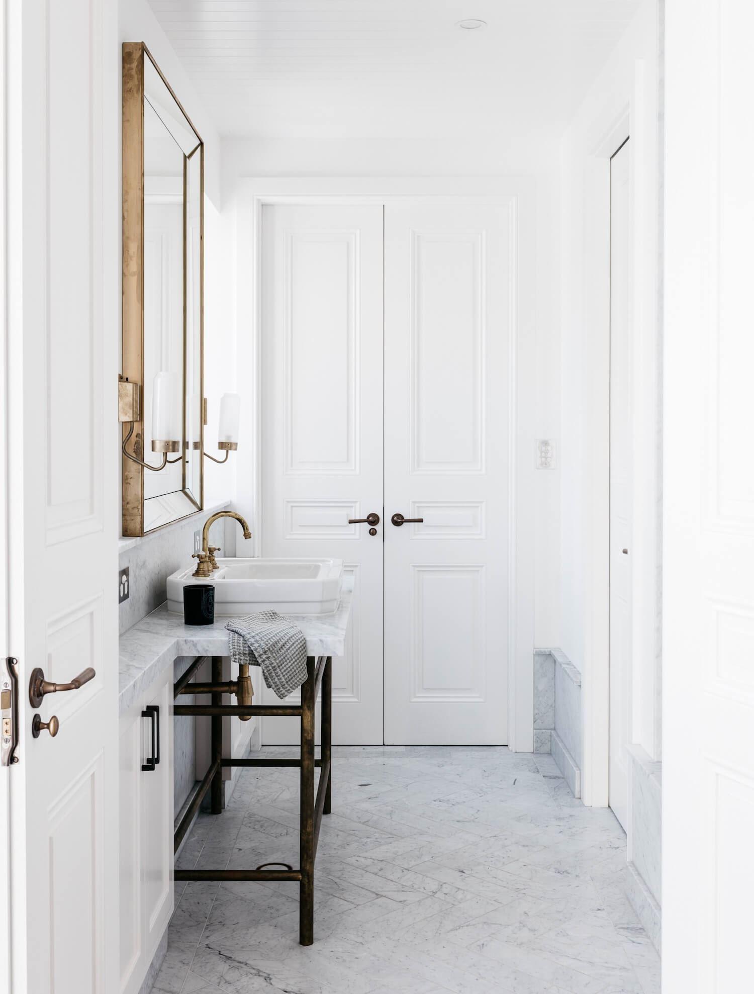 Baño de estilo ecléctico francés elegante