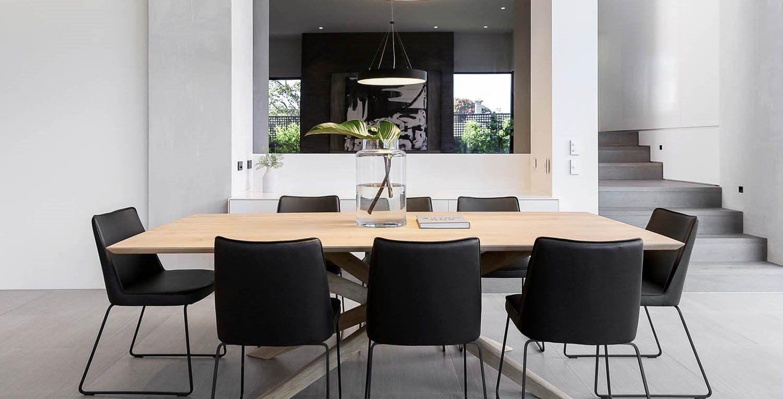 Zona de concepto abierto de cocina, salón y comedor de estilo nórdico contemporáneo