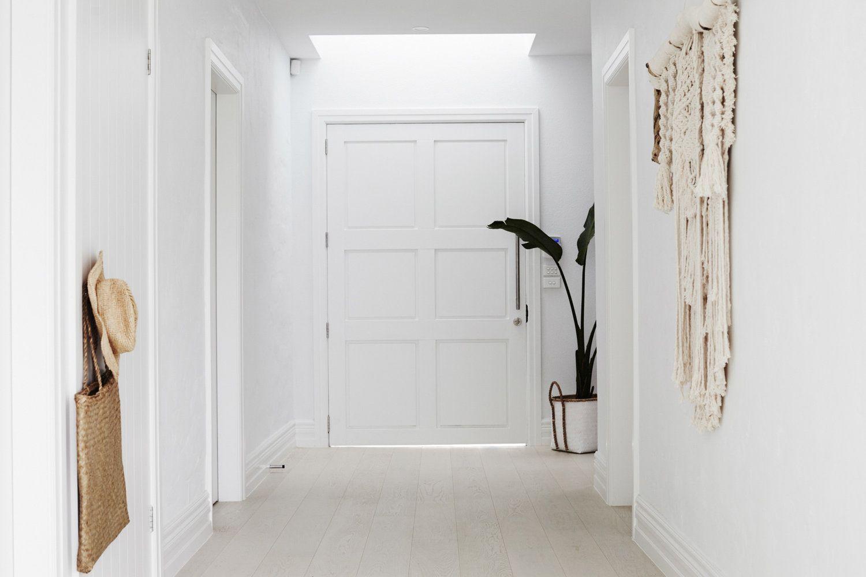 Entrada a una casa de ambiente tranquilo y muy luminoso