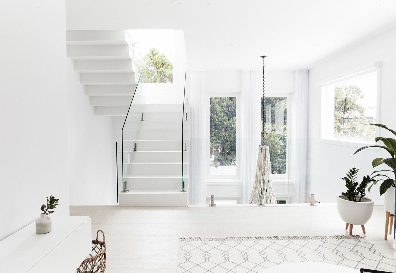 Casa de verano de estilo nordethnic zona de escaleras y despacho