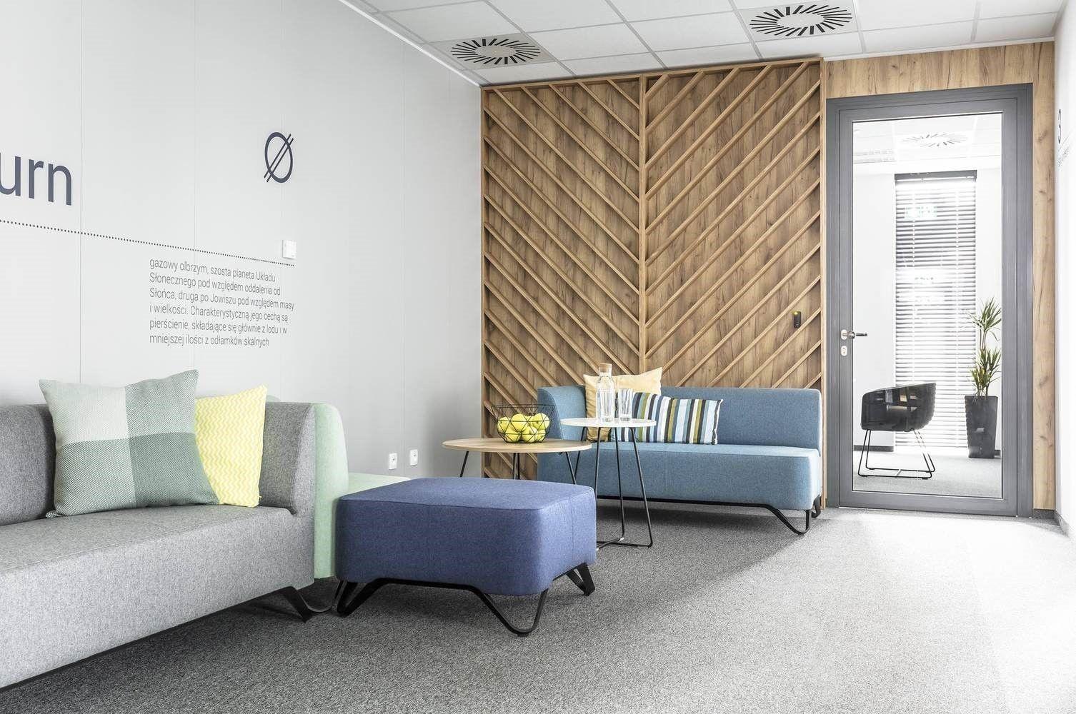 Espacio de sala de espera en oficinas de estilo nórdico industrial contemporáneo por Metaforma