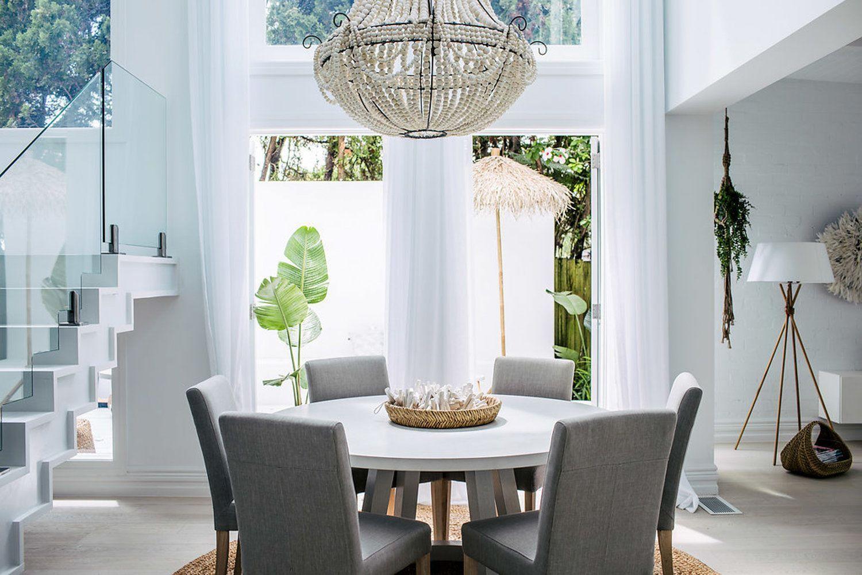 Zona salón comedor de estilo rústico contemporáneo
