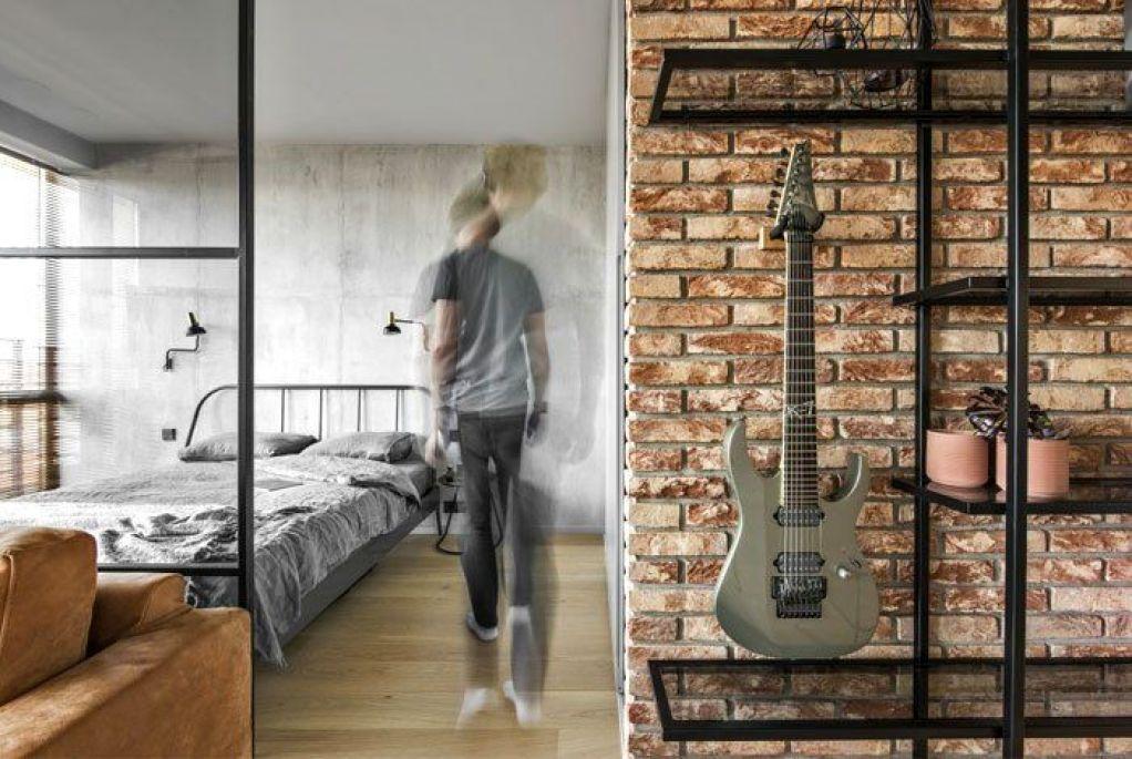 Reducido apartamento de 46 m2 de estilo industrial masculino