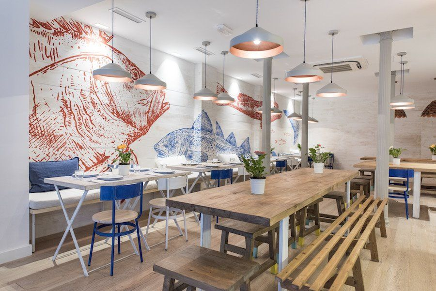 Interior del restaurante Chiringuito Martín en Madrid de estilo náutico y nórdico
