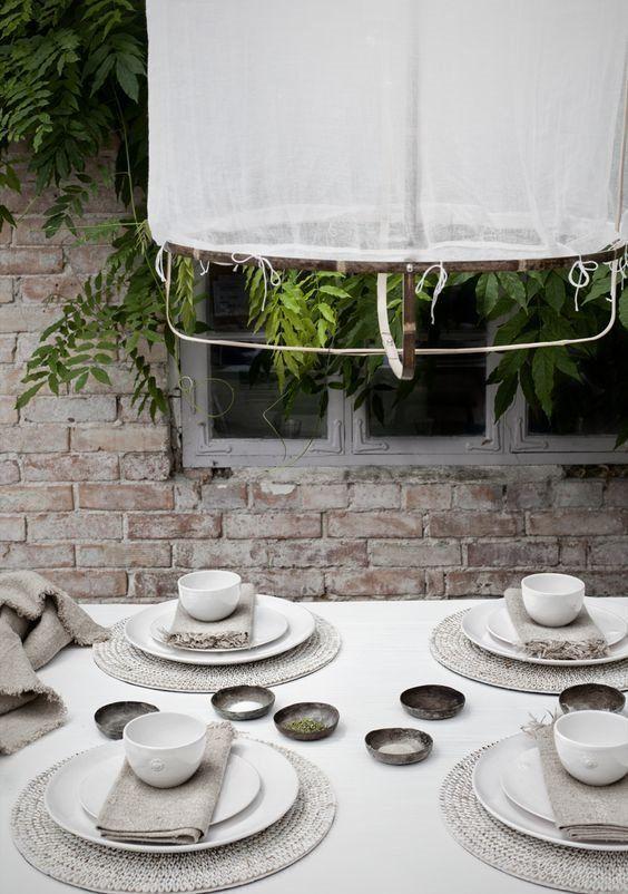 Decoración de interiores de estilo noretnic para mesa de comedor