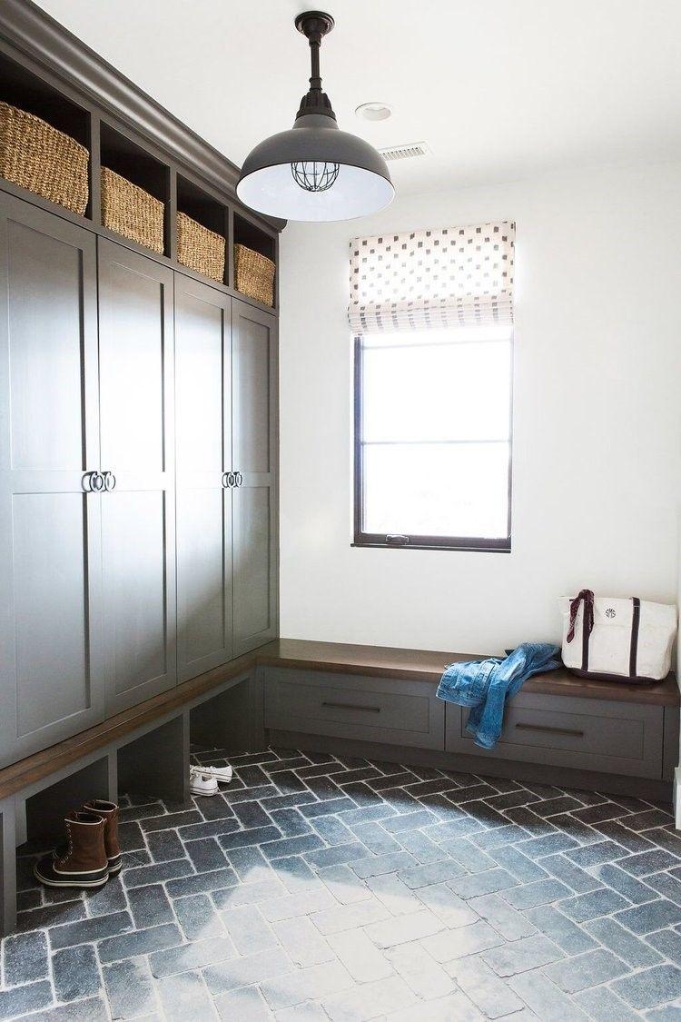 Entrada trasera a cocina de estilo farmhouse moderno