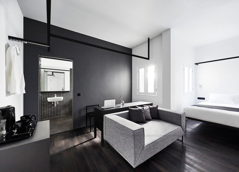 Diseño de interiores de Hotel Mono en Singapur, habitación minimalista en tonos monocromos @Utrillanais