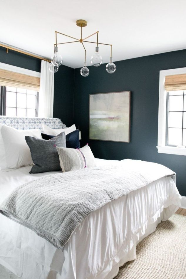 Habitación principal de color azul intenso, de estilo farmhouse moderno y toques rústicos y clásico renovado @Utrillanais