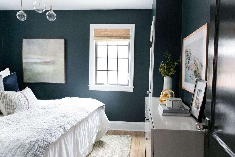 Decoración de interiores para habitación principal de color azul intenso de estilo Farmhouse moderno @Utrillanais