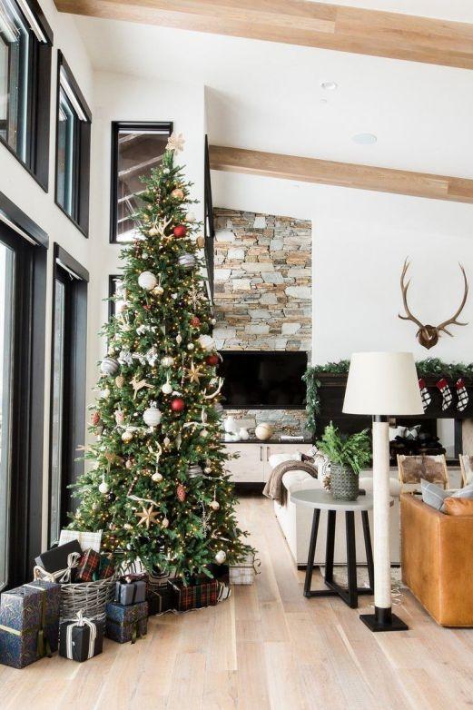 Decoracinón de Navidad de tonos neutros para vestir una casa de montaña de estilo farmhouse moderno @Utrillanais