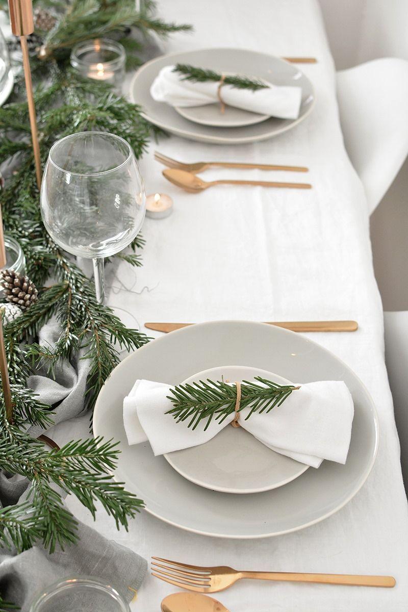 Decoración de mesas de Navidad de estilo escandinavo en tonos neutros y sencillo @Utrillanais
