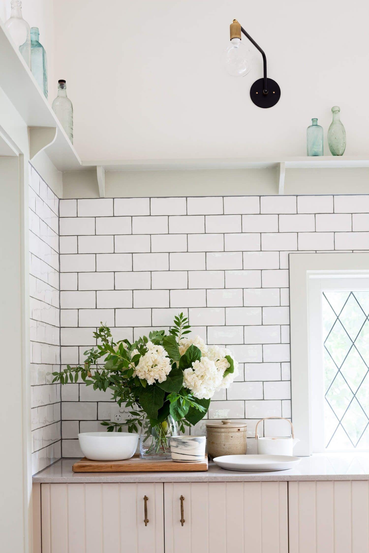 Frente de cocina de estilo farmhouse moderno en tonos neutros en Melbourne @Utrillanais