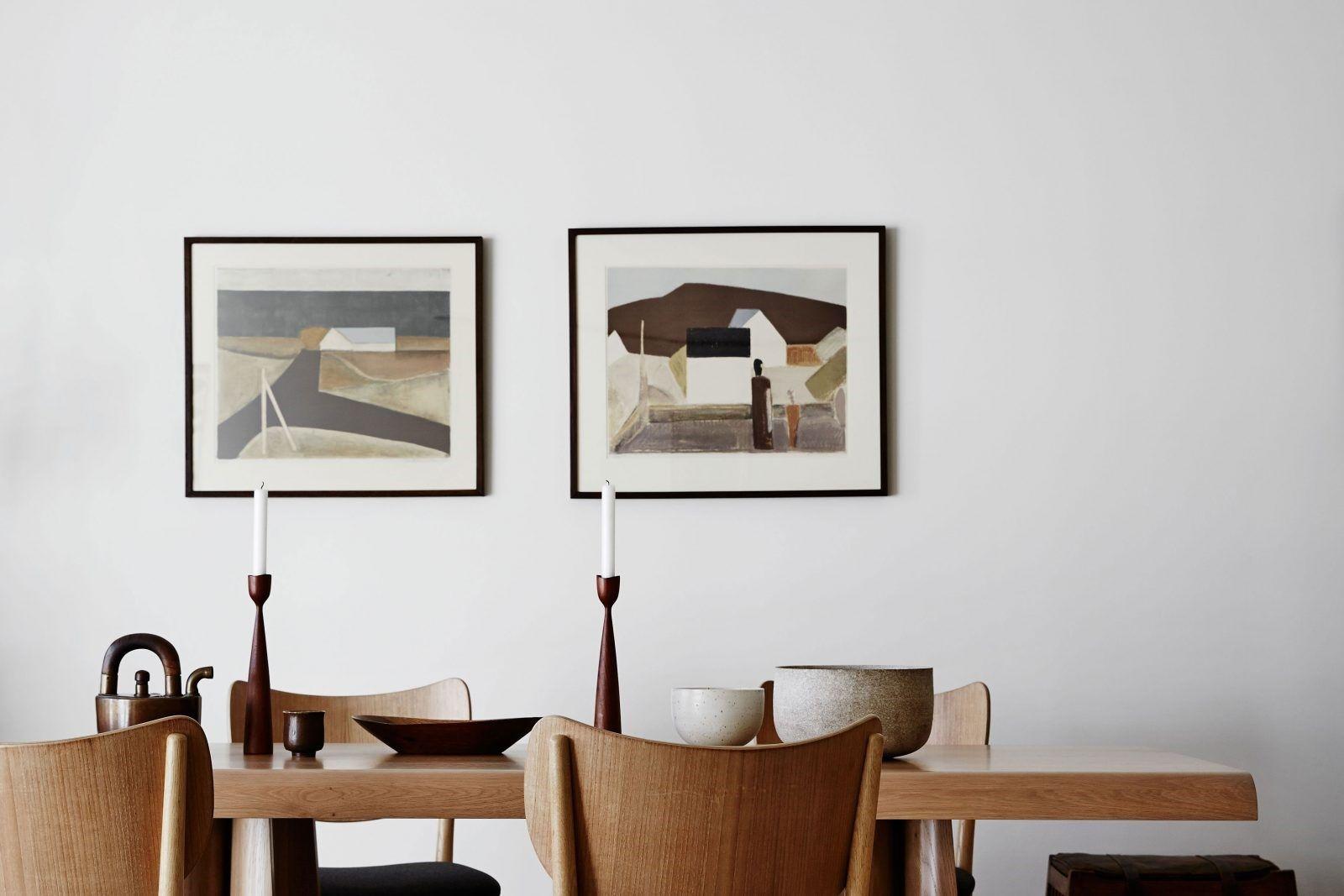 Tendencia de estilo de decoración de interiores Kinfolk, para estancia en la que predominan los tonos neutros relajados, muebles vintage en madera natural y accesorios artesanales @Utrillanais