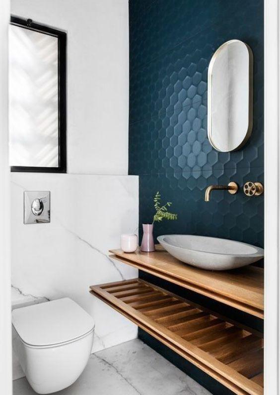 El color azul en el revestimiento de las paredes de un baño, ejemplo para introducir el color pantone 2020 en la decoración de tu hogar @Utrillanais