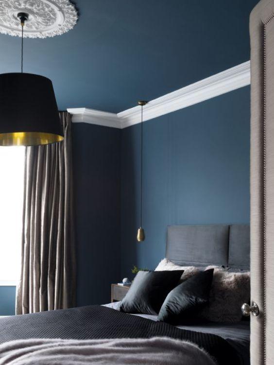 Ejemplo de habitación decorada en color azul, paredes y techo, cómo añadir el color Pantone 2020 en tu hogar, Ana Utrilla interiorista online @Utrillanais