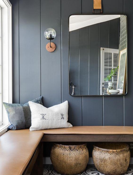 Pared y cojines en tonos azules, otra forma de añadir color azul a tu decoración de interiores @Utrillanais