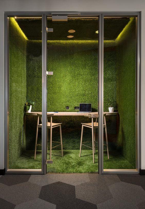 Espacio de oficina con vegetación natural @Utrillanais