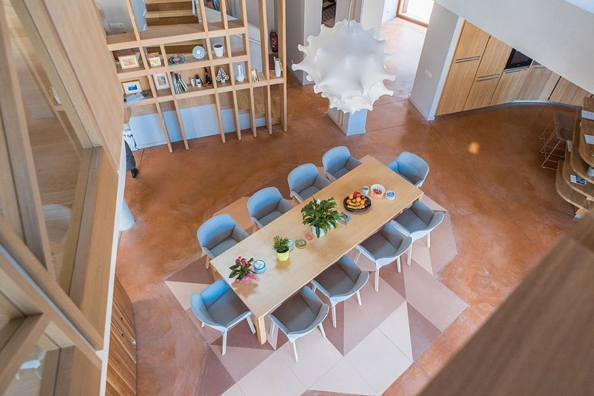 Arquitectura e interiorismo para cuidar a las personas, diseño para el bienestar, para la fundación Kalida, espacio de comedor de estilo nórdico mediterráneo
