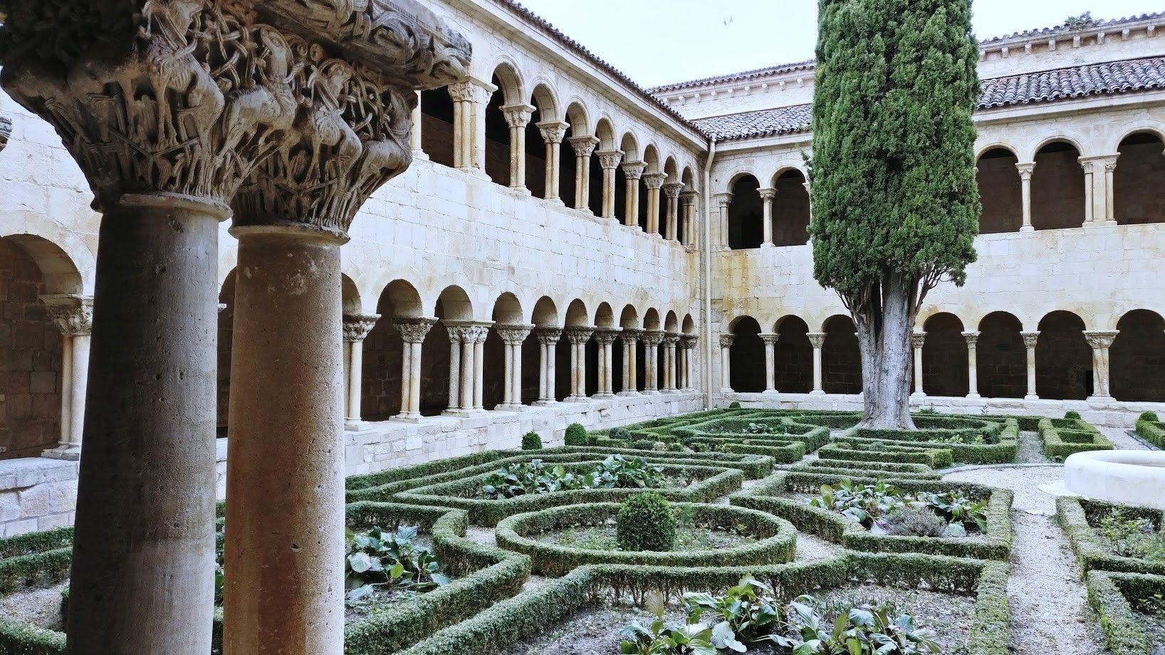 Monasterio de Silos, Burgos. Visitas de interés cultural, que busca el turista rural #TurismoRural #InterésCultural #AnaUtrillaInteriorismo