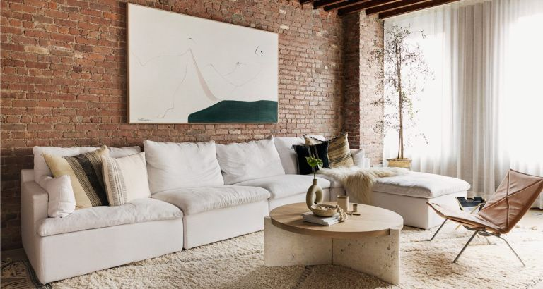 Salón de estilo moderno, de tonos neutros, de la interiorista Tina Rich. #InteriorismoparaelBienestar #AnaUtrillaInteirorismo