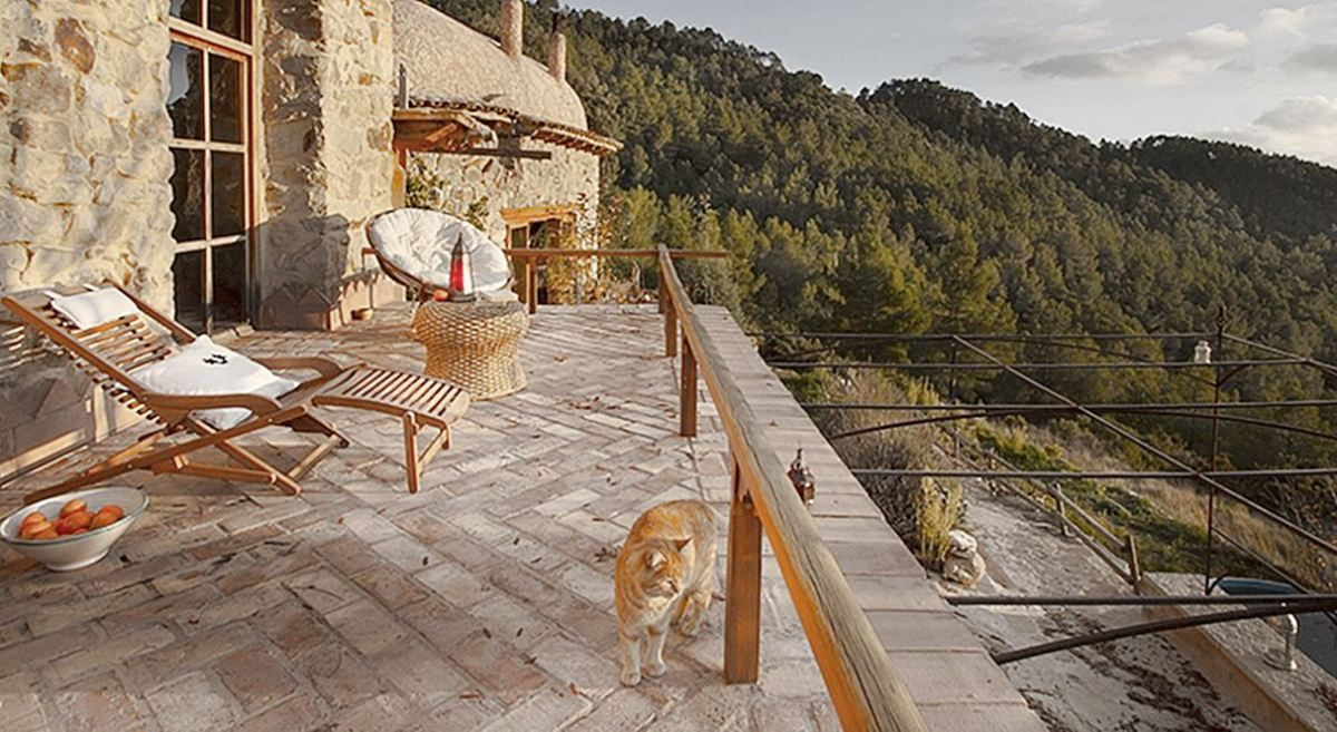 Habitación de casa rural con encanto Mar de la Carrasca, espacio de retiro, para yoga y mindfulness, especialización según las necesidades de tus clientes ideales #anautrillainteriorismo @utrillanais