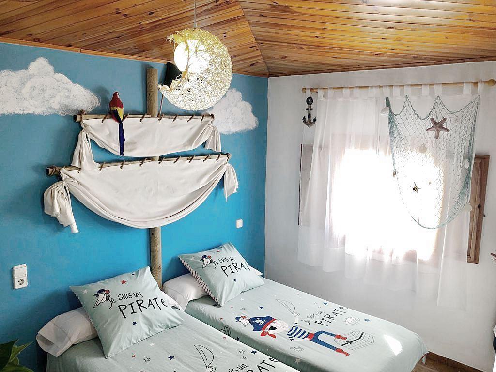 Habitación infantil de estilo marinero #Interiorismocasasrurales #slowtravel #slowinteriordesign @utrillanais
