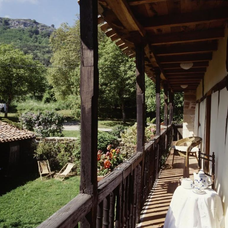 "Casa rural aislada para un ""digital detox"", de estilo rústico y exteriores en plena naturaleza @utrillanais"