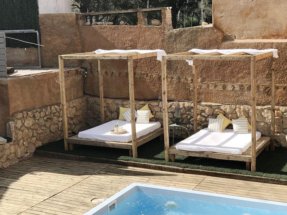 Espacio de piscina y solarium de casa rural #AnaUtrillainteriorismo #slowinteriordesign @utrillanais
